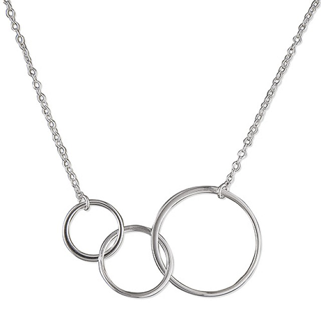 TRIPLE GRADUATED CIRCLE NECKLACE