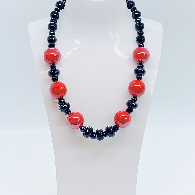 RED AND BLACK CERAMIC NECKLACE
