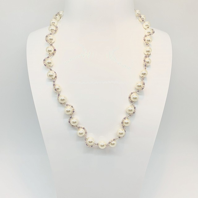 SWARVOSKI PEARL AND GLASS NECKLACE